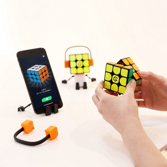 Smart cube is an easy and fun way to learn speedcubing