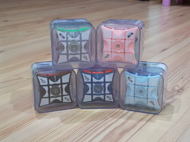 It's a spinner, it's a floppy cube, it's QiYi 133 spinner cube!